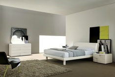 Trendy Lacquered Ash Bed
