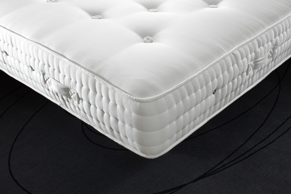 Single hard divan bed good support beds robinsons beds for Single divan bed with pocket sprung mattress